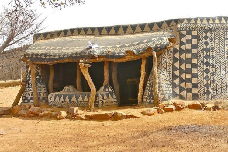 Ghana's Decorated Mud Houses, a Danger?